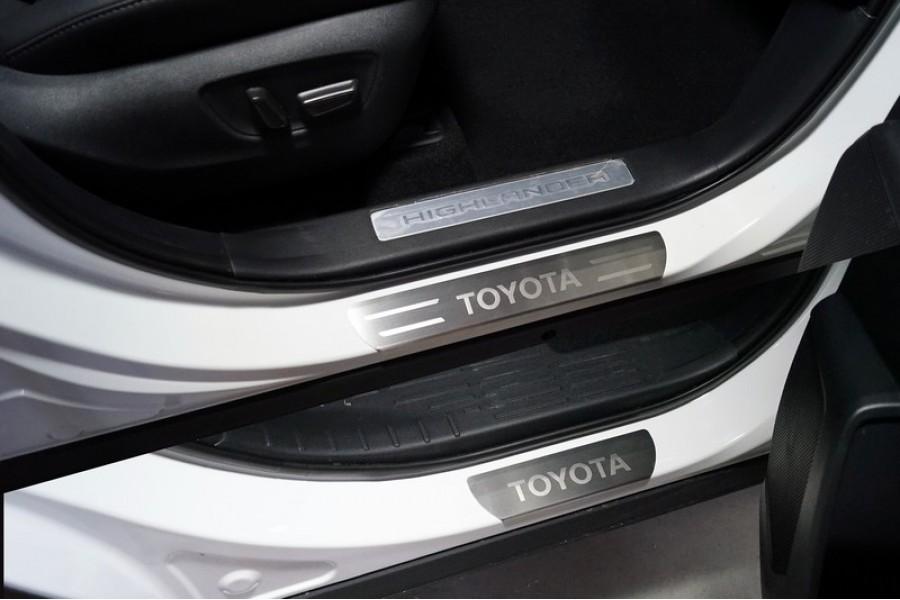 Накладки на пороги (лист шлифованный надпись Toyota) 4 шт