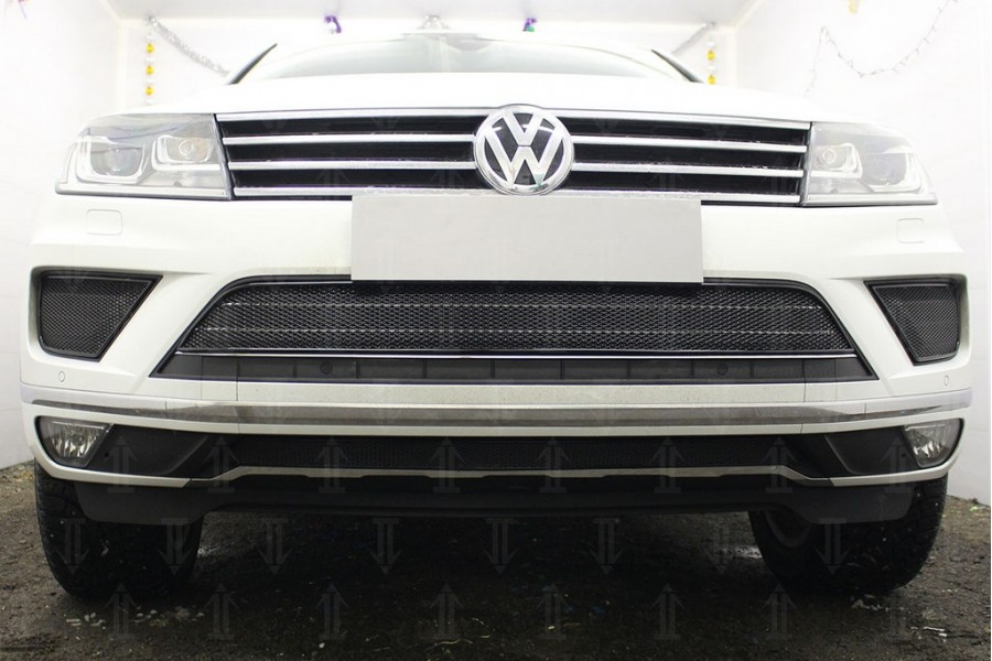 Защита радиатора Volkswagen Touareg II 2014-2018 (2 части) black боковая часть PREMIUM (кроме R-Line)