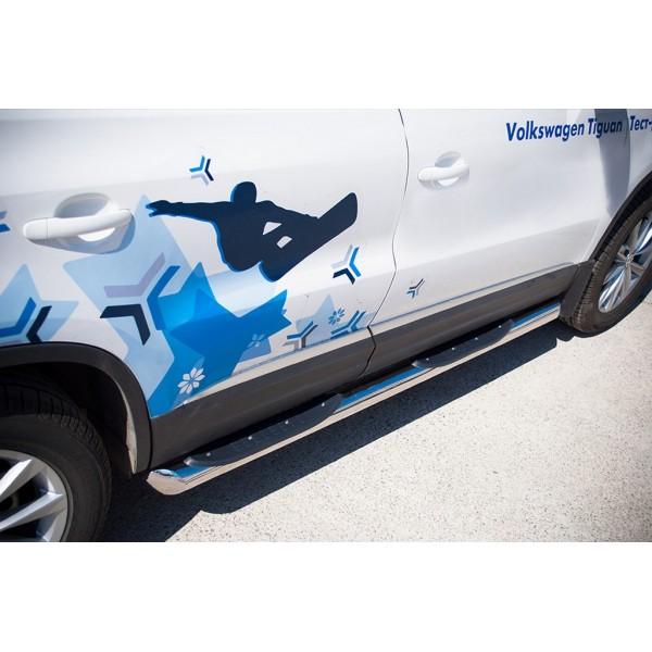 VolksWagen Tiguan Sport & Style 2011-2016 Пороги труба d76 с накладками (вариант 1)