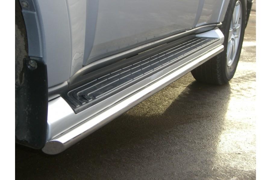 Mitsubishi Pajero 4 2006-2011 Пороги труба d42 (вариант 1)