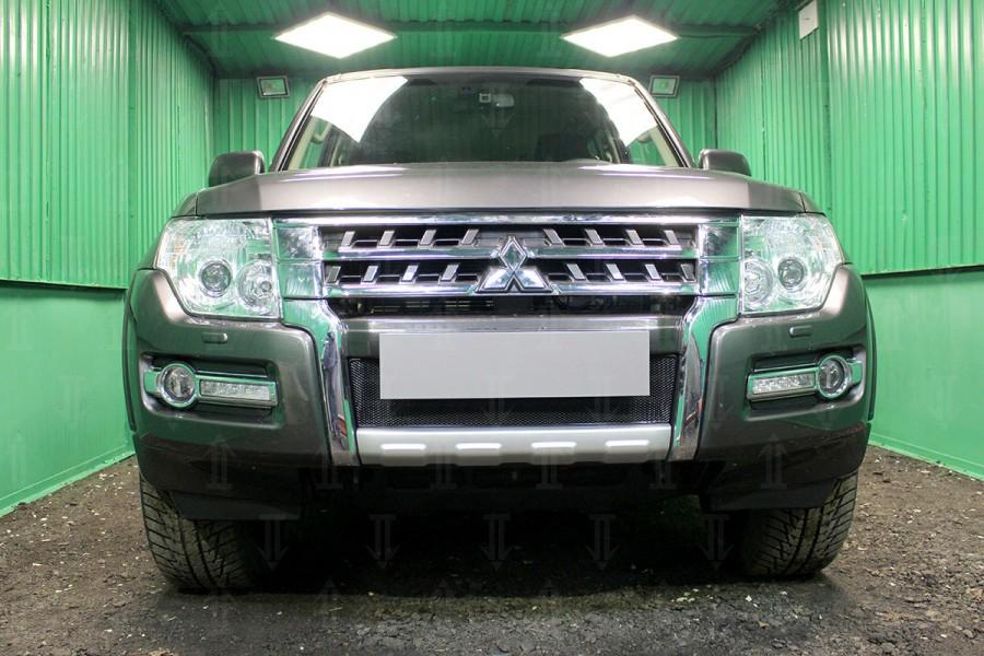 Защита радиатора Mitsubishi Pajero IV 2015- black низ OPTIMAL