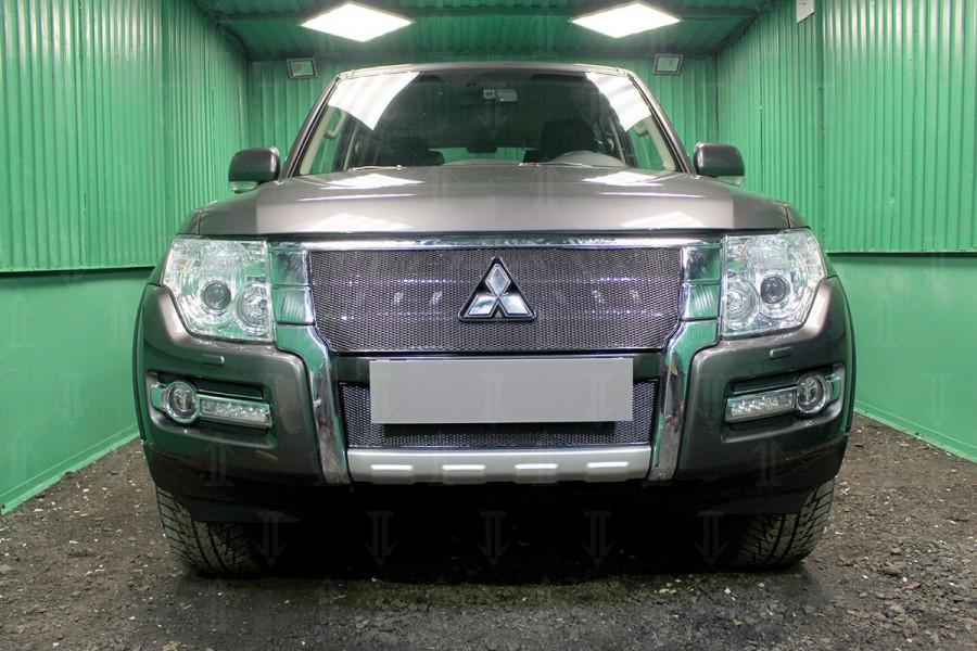 Защита радиатора Mitsubishi Pajero IV 2015- black верх PREMIUM