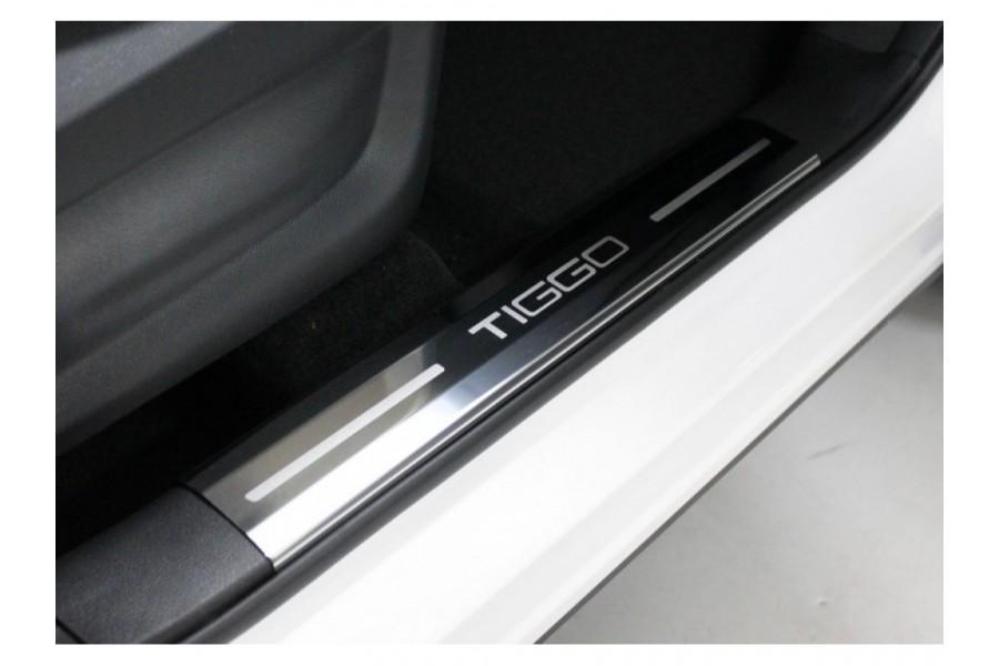 Накладки на пластиковые пороги (лист зеркальный надпись Tiggo) 4 шт.