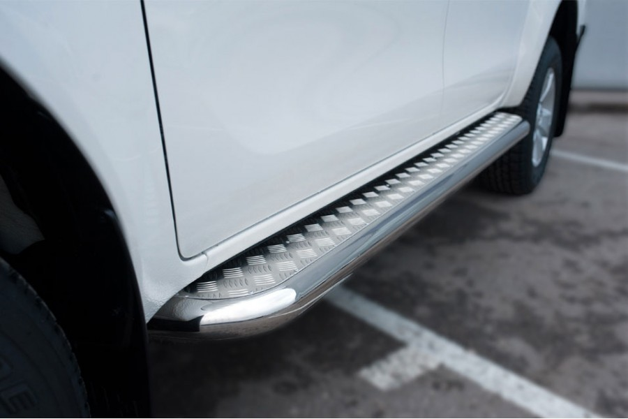 Toyota Hilux 2015 Пороги труба d42 с листом (вариант 2)