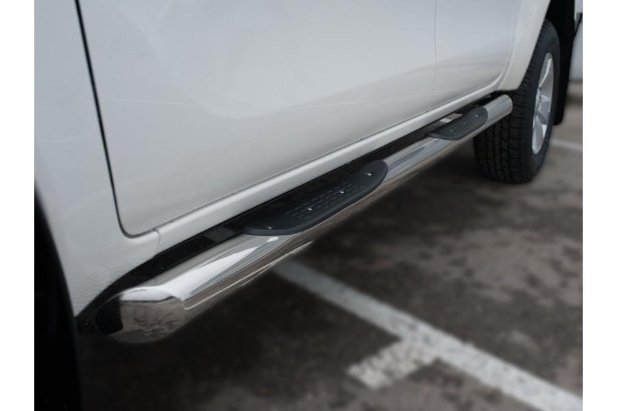 Toyota Hilux 2015 Пороги труба d76 с накладкой (вариант 1)