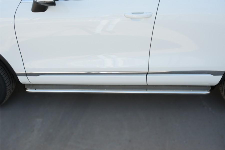 VolksWagen Touareg 2014- Пороги труба d42 с листом (вариант 3)