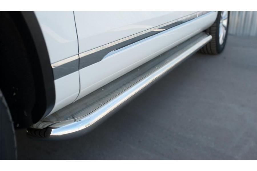 VolksWagen Touareg 2014- Пороги труба d63 с листом (вариант 3)