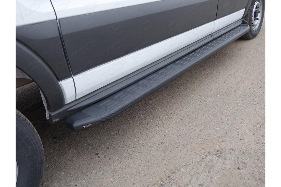 Порог алюминиевый с пластиковой накладкой (карбон черные) 2220 мм