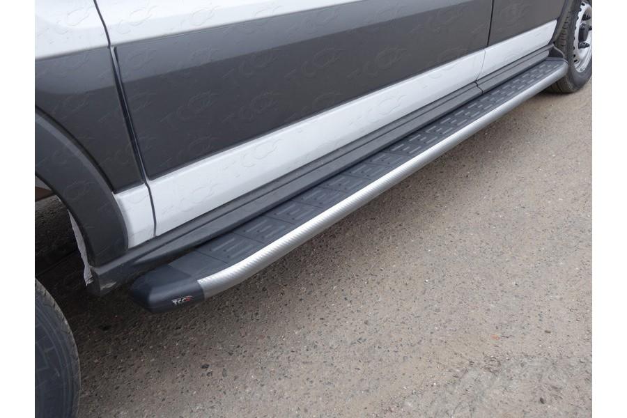Порог алюминиевый с пластиковой накладкой (карбон серые) 2220 мм