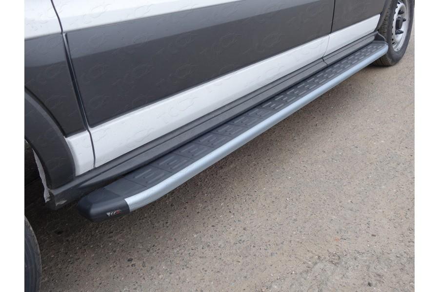 Порог алюминиевый с пластиковой накладкой (карбон серебро) 2220 мм
