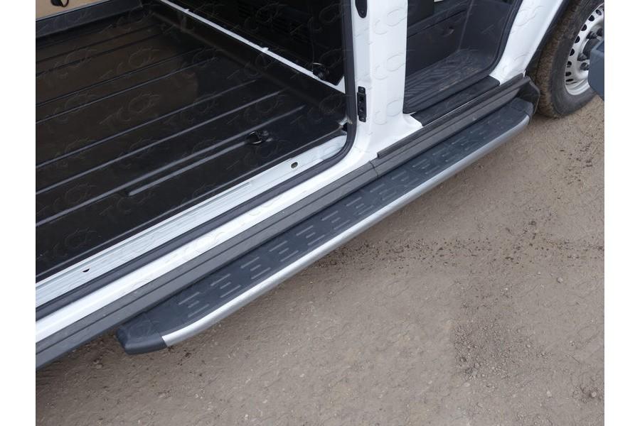 Порог алюминиевый с пластиковой накладкой (карбон серебро) 1720 мм