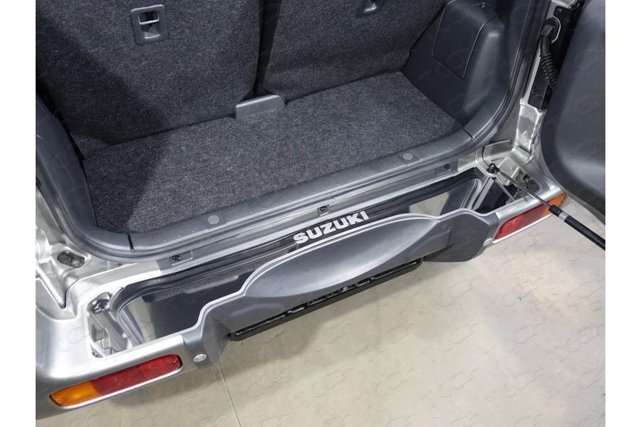 Накладка на задний бампер (лист зеркальный надпись Suzuki)