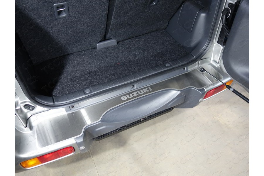 Накладка на задний бампер (лист шлифованный надпись Suzuki)