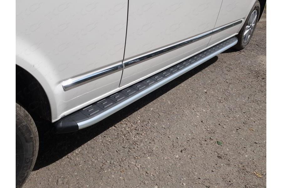 Пороги алюминиевые с пластиковой накладкой (карбон серебро) 2520 мм